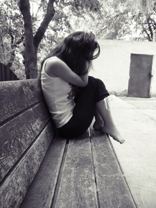 alone-bench-girl-grey-hurt-pain-Favim_com-40247
