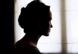 portrait,silhouette,window,woman-765bfbc1be46ff78cdd80e2329ff7315_h